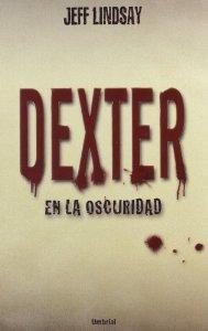 Portada de DEXTER EN LA OSCURIDAD (DEXTER #3)