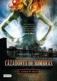 Portada de CIUDAD DE HUESO (CAZADORES DE SOMBRAS #1)